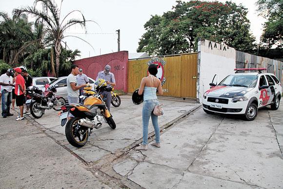 POLÍCIA – Operação junto a casa noturna acha drogas e faz apreensões