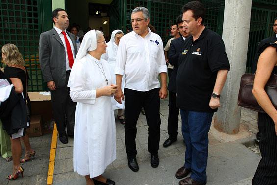 Ministro destina R$ 2,1 mi para saúde na Zona Leste