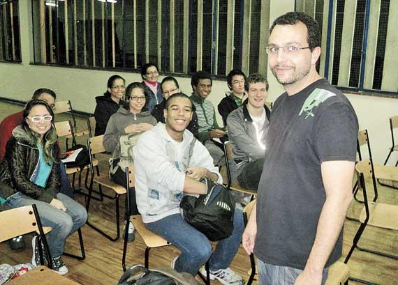 BIBLIOTECA CASSIANO RICARDO – Projeto auxilia vestibulandos no Tatuapé