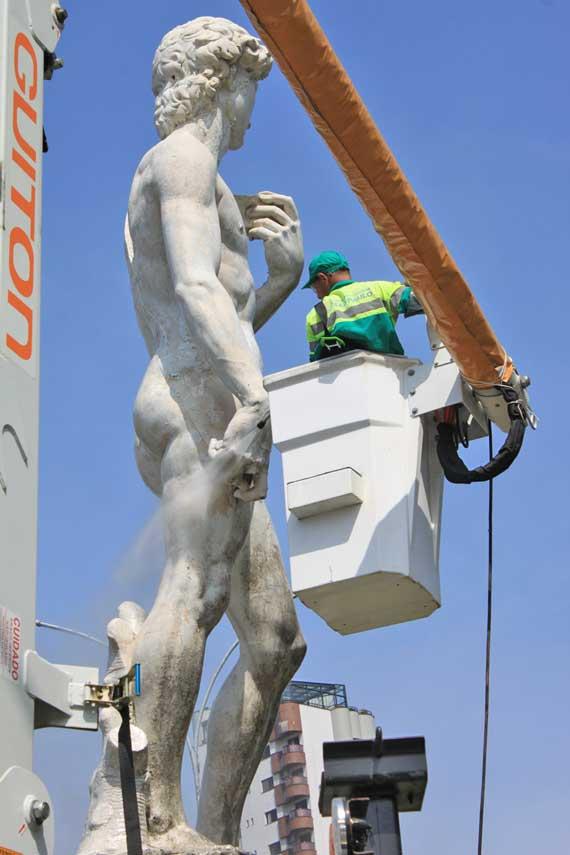 Davi: depois de dois anos, monumento símbolo do Tatuapé é lavado