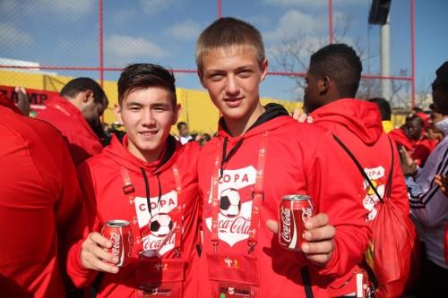 Shadiyar Aryntay, de 14 anos, do Casaquistão, e Denis Dushkin, de 15, da Ucrânia, estavam encantados com a receptividade dos brasileiros