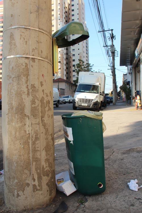 Lixeira-papeleira rua Cantagalo Tatuape altura 1772 - Carol