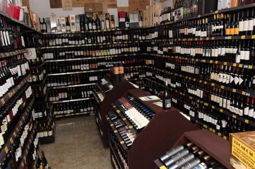 Climatizada e com rótulos para os mais exigentes paladares e gostos, a Mega Adega Kanguru possui três mil vinhos nacionais e importados
