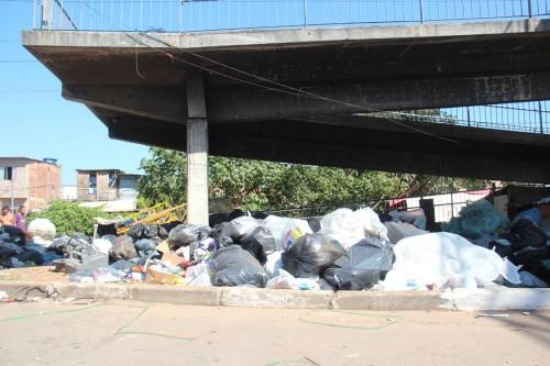 Quantidade de lixo despejada no local é absurda