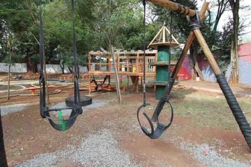 Comunidade, instituto e empresa desenvolveram brinquedos e espaços diferenciados