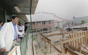 HOSPITAL E ESCOLAS – Prefeito visita obras na Zona Leste