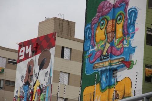 Sete prédios receberam os desenhos feitos por um grupo de 30 grafiteiros na parede lateral das edificações