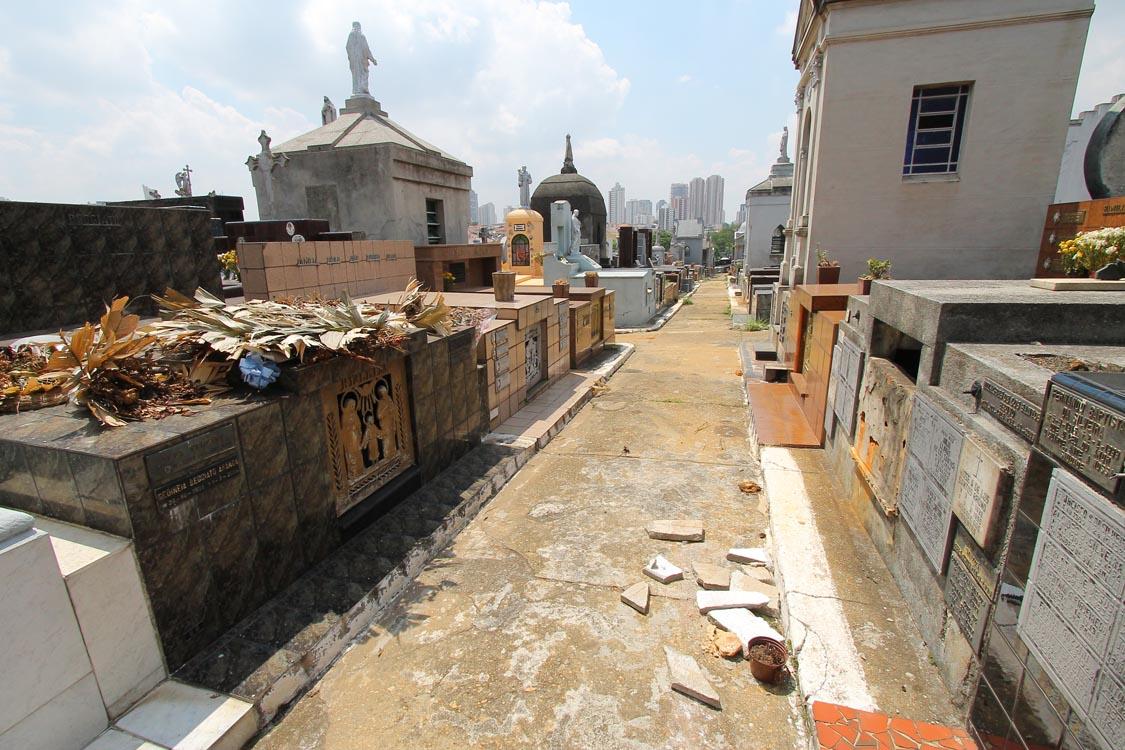 Cemitério precisa de zeladoria