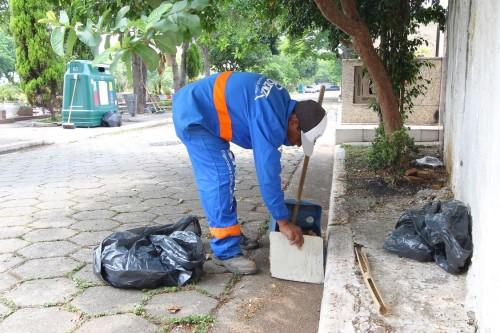 De acordo com o leitor, no Dia de Finados, a quantidade de lixo acumulada no cemitério era enorme