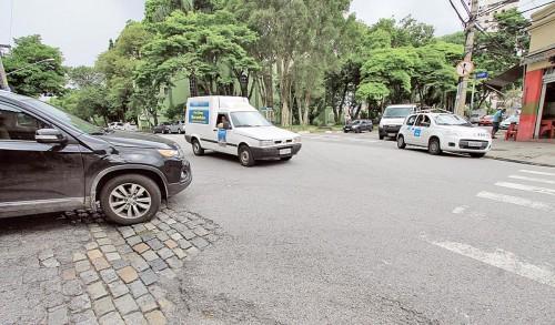 Pedestres reclamam de cruzamento das ruas Antonio de Barros, do Tatuapé e Arnaldo Cintra