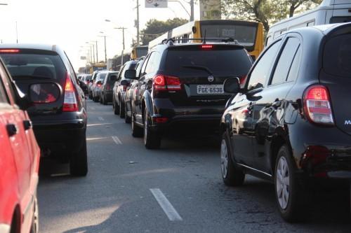 Caso um veículo quebre na Radial, motoristas não conseguem fugir dos congestionamentos