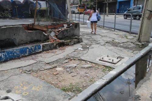 Tatuapé: Calçada está destruída