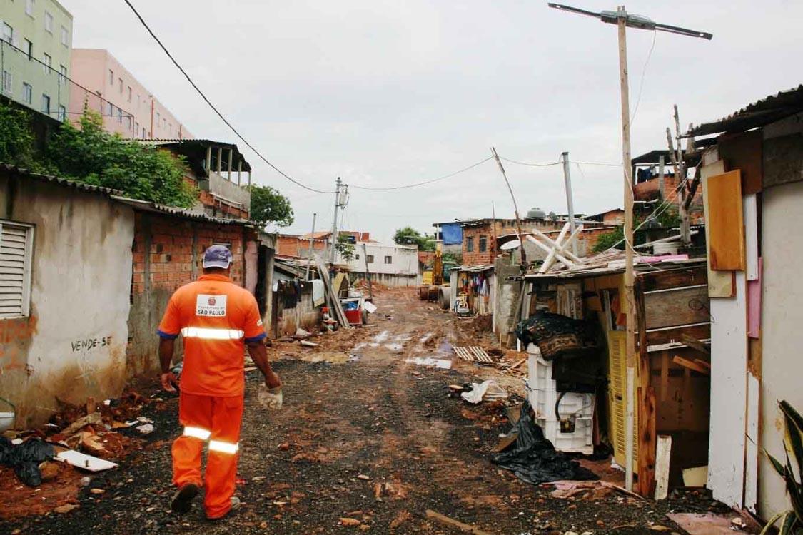 Após obras de canalização, subprefeitura quer evitar desabamentos