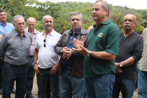 Paiva, Guastaferro, José Américo, Reis e Nascimento conversaram com as pessoas que foram até o parque