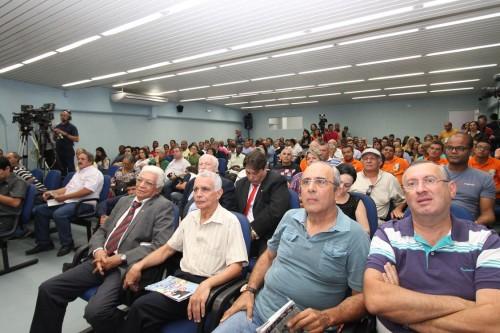 Mais de 500 pessoas estiveram presentes no encontro, que contou também com a presença de 20 vereadores