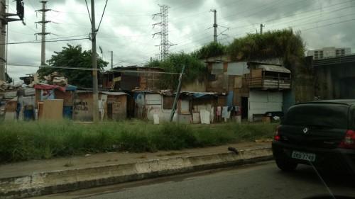 PARQUE SÃO JORGE – Solução para comunidade e albergue ainda não existe