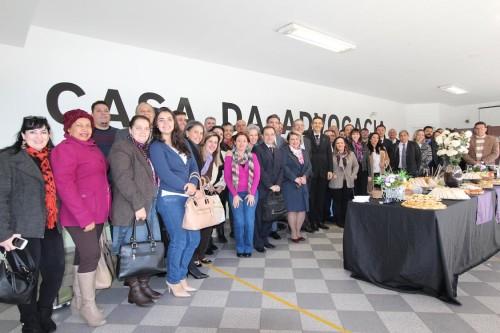 Participantes posam para foto antes do início dos debates na sede da OAB Tatuapé