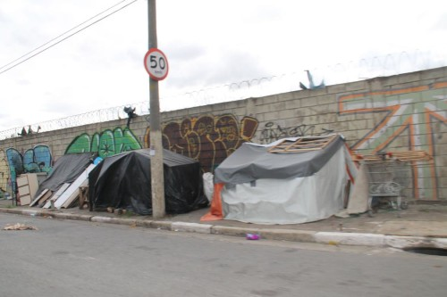 MORADORES DE RUA – Situação continua polêmica