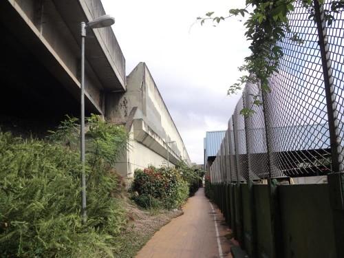 Passagem lateral da ciclovia, no Metrô Penha, está entre os pontos mais perigosos para os ciclistas