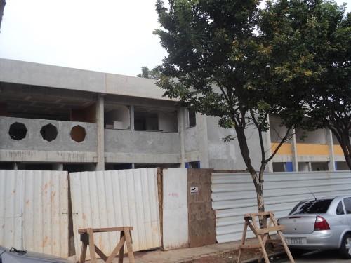 Centro de Educação Infantil, na Rua Serra de Botucatu, 328, parece não ter funcionários trabalhando