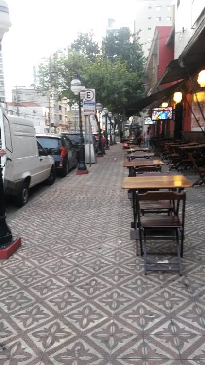 Prefeitura irá avaliar ocupação das calçadas e a documentação dos bares na Emília Marengo