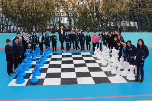 COLÉGIO DRUMMOND – Xadrez gigante empolga alunos
