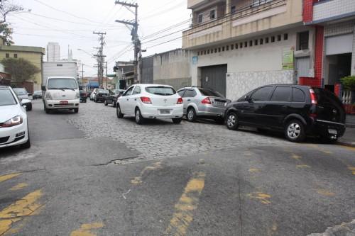 Rua Serra de Botucatu entre as avenidas Conselheiro Carrão e Aricanduva