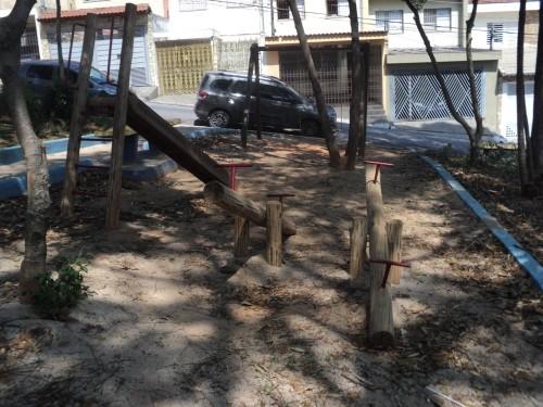 Os espaços com areia, onde estão os equipamentos infantis, precisam ser refeitos pela Sub Penha