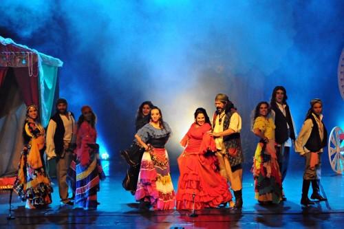 O espetáculo traz, em dois atos, a cultura, a magia e a sensualidade da cultura cigana