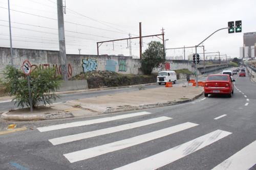 Viaduto Antonio de Paiva Monteiro tenta desafogar trânsito da Avenida Radial Leste