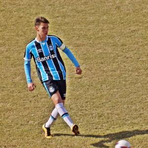 Tatuapeense Emanuel desponta no futebol