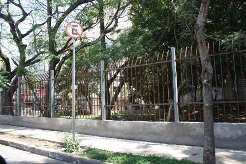 Gradil entre as ruas Tijuco Preto e Apucarana já foi instalado