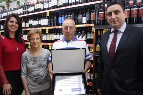 O Banco Bradesco da Rua Antonio de Barros homenageou a família Jerônimo pela passagemdos 50 anos do supermercado