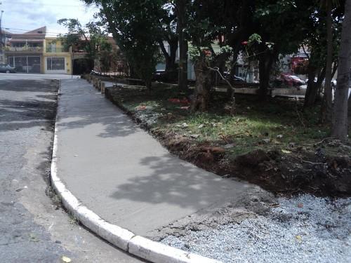 A Praça Doutor Almeida Junqueira, como outras, não está mais recebendo o piso intertravado