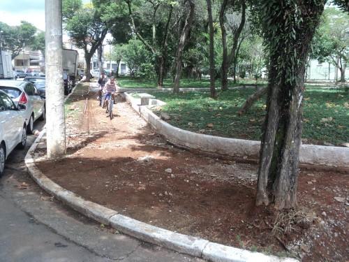 Calçadas do Largo do Maranhão estão em reforma, mas moradores idosos estão aflitos com o processo