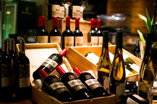 Os vinhos têm atenção especial, com quase 800 rótulos de excelente qualidade