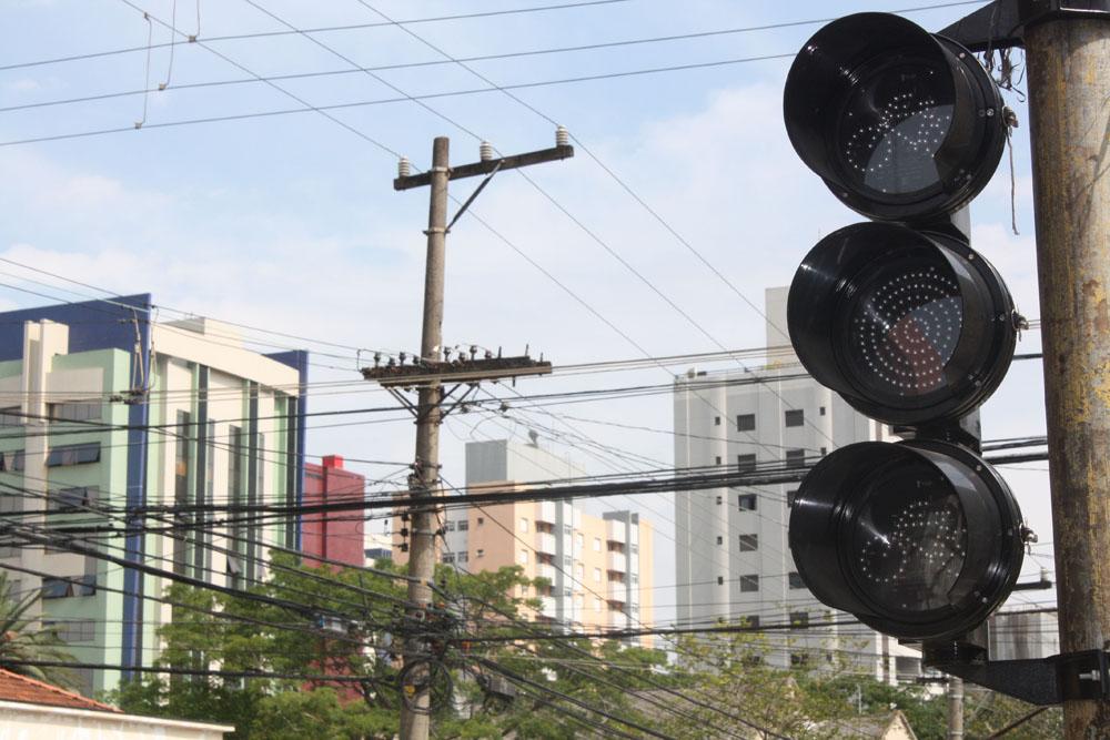 Rua Apucarana  – Semáforos para ciclistas são instalados