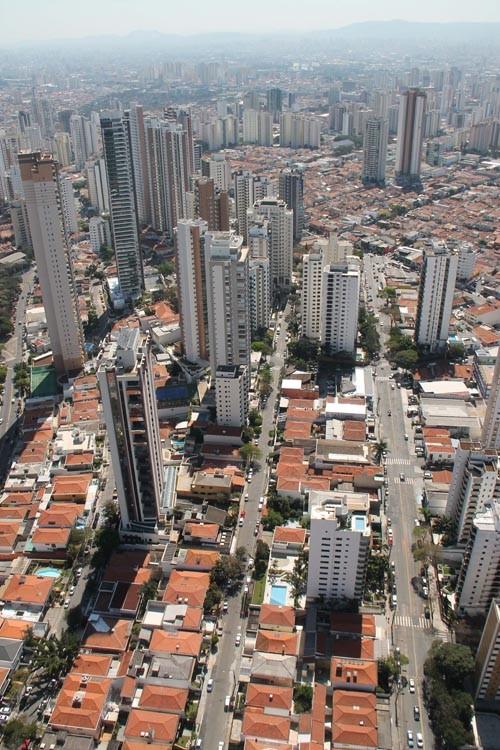 Ruas do Jardim Anália Franco não têm sinalização adequada e motoristas ficam perdidos