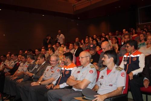 Autoridades civis e militares compareceram ao Sesc para mais esta homenagem