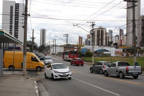 """Adeptos do """"pancadão"""" são atraídos para postos existentes na Avenida Regente Feijó"""