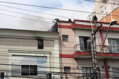 Bombeiros trabalharam intensamente para combater as chamas