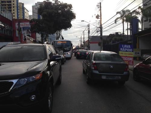 Rua Azevedo Soares parada entre as ruas Antonio de Barros e Francisco Marengo