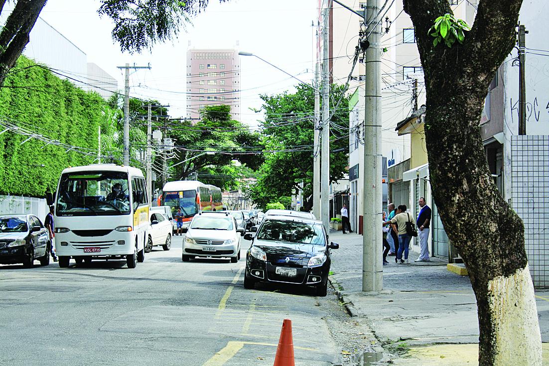 Trânsito: Prefeitura e CET são cobradas