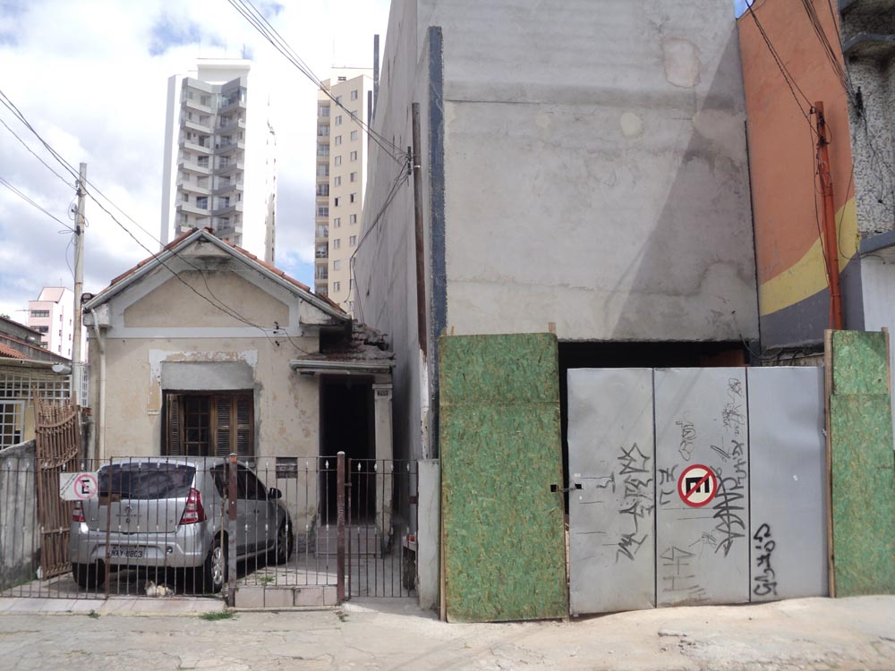 Família critica construção