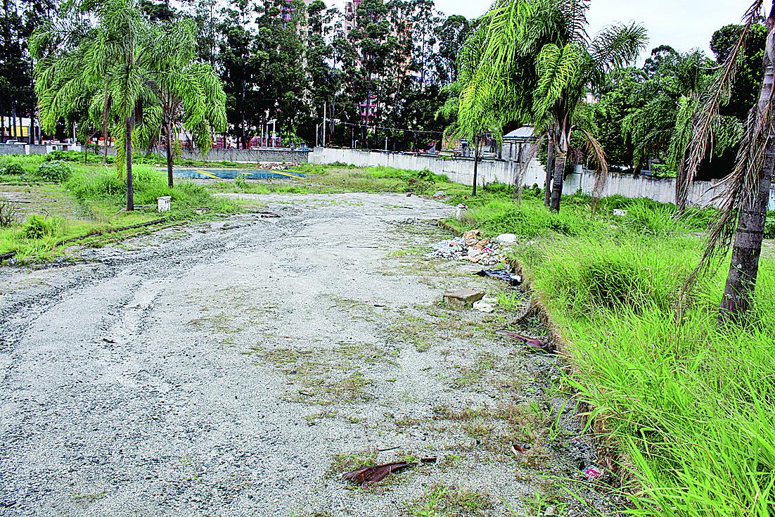 Terreno segue abandonado em Itaquera