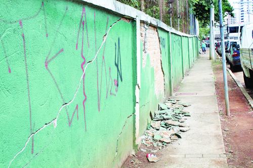 Muro com rachaduras