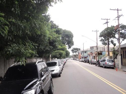 TATUAPÉ – Pedestre caminha no escuro