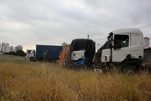 Anália: caminhões ocupam terreno de novo