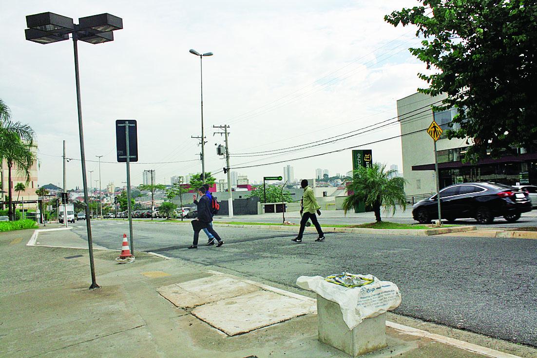 Semáforo ainda não foi instalado