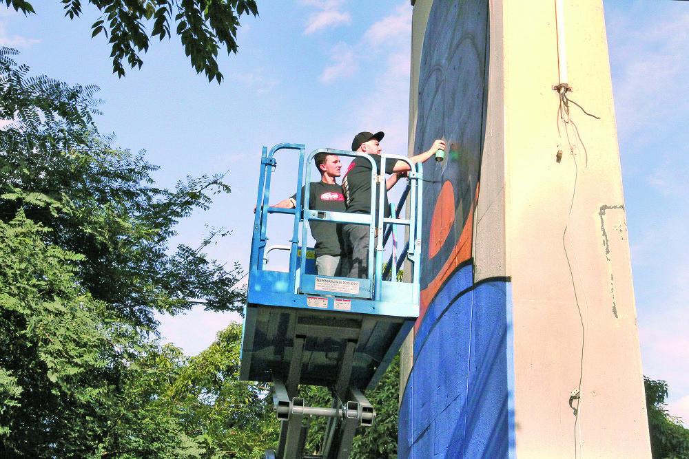 Aricanduva:  Viaduto Alberto Badra ganha grafites